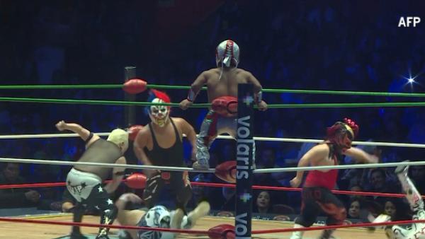 Los aficionados han convertido en ídolos a los pequeños luchadores mexicanos