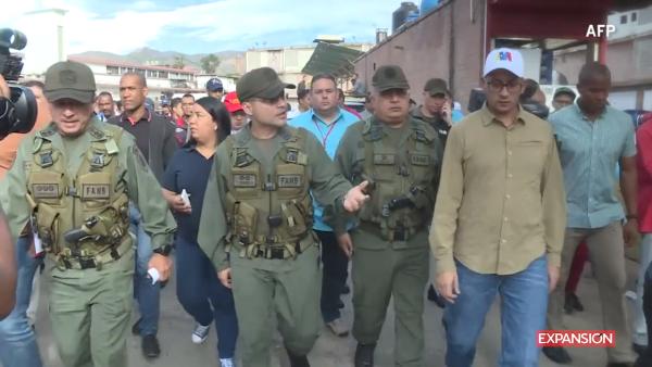 Militares armados resguardan mercados en Venezuela por la escalada de precios