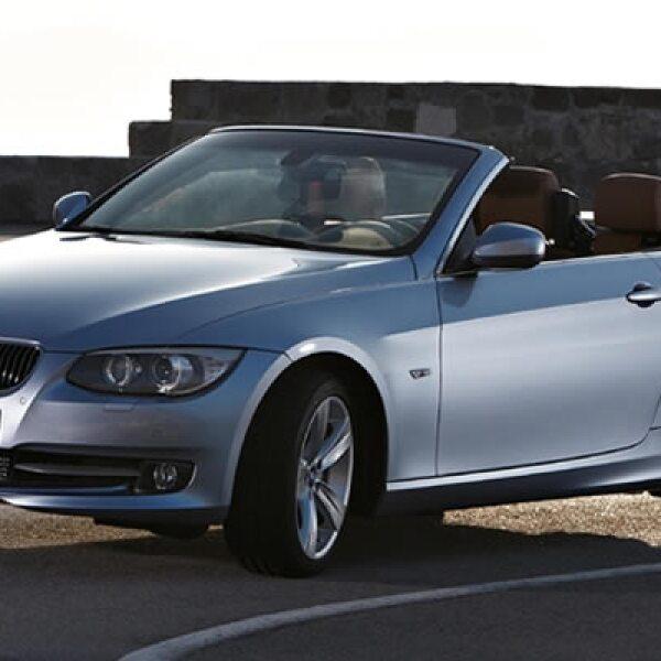 El modelo tope de gama, el BMW 335i, ofrecido en cualquiera de las variantes, cuenta con un seis cilindros en línea de 3 litros con tecnología Twin Power Turbo, inyección directa de gasolina High Precision Injection y Valvetronic.