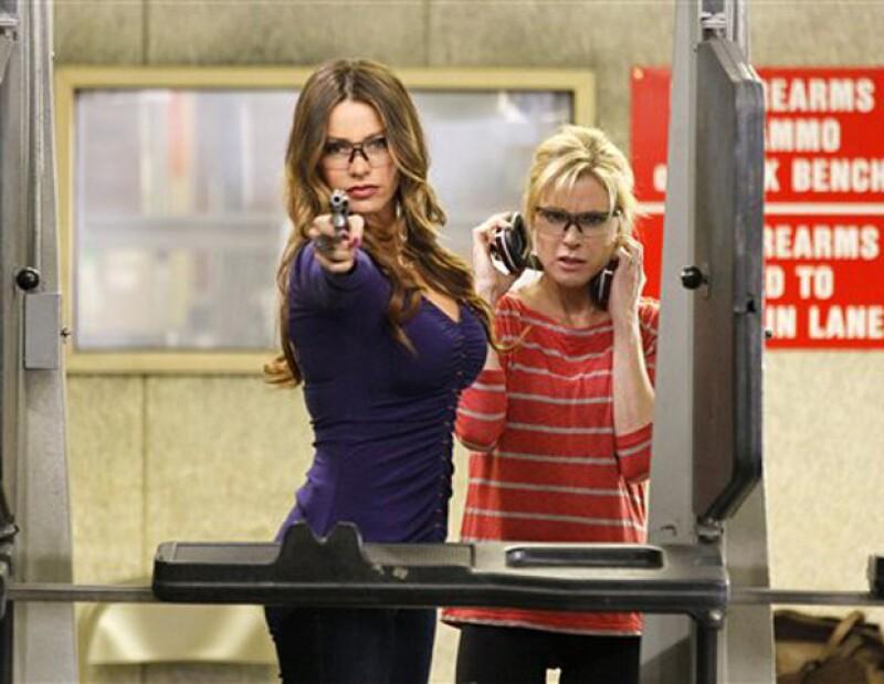 La actriz y parte del elenco de la famosa serie de televisión demandaron a dicha emisión por tener contratos ilegales.