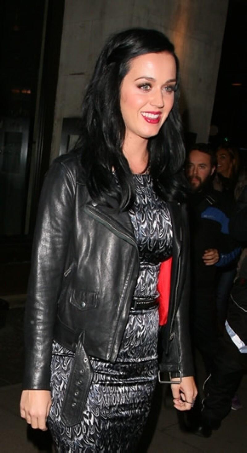 La cantante dijo en entrevista que estuvo dos semanas sin moverse de la cama luego de su separación de Russell Brand.