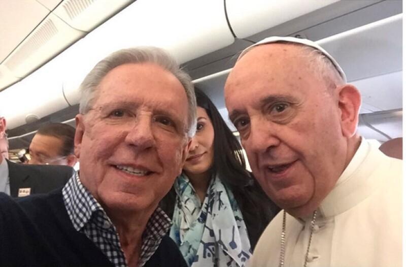 A unas horas de que el Sumo Pontífice llegara a la Ciudad de México, el periodista mexicano compartió en sus redes sociales una imagen con él acumulando más de mil likes.