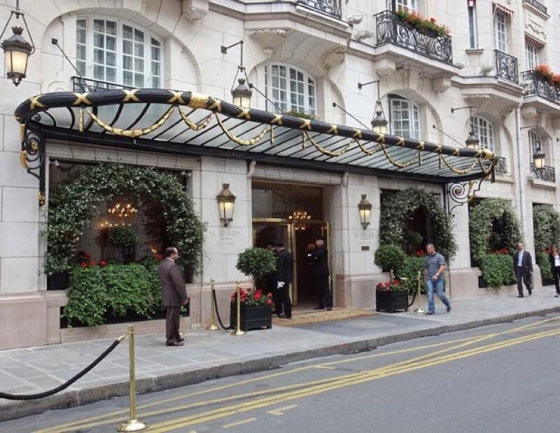Debido a que el futbolista decidió que su familia se quedara en Londres, el inglés se hospedará en uno de los hoteles más lujosos, Le Bristol.