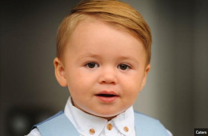 A donde quiera que va, el pequeño Cruz es confundido con el pequeño príncipe.