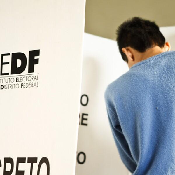 El Instituto Electoral del Distrito Federal (IEDF) reportó que 99.9 por ciento de las 12,383 casillas ya están instaladas en las 16 delegaciones.