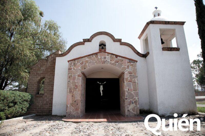 En el rancho hay una capilla donde caben 120 personas, ahí han bautizado a varios miembros de la familia Fernández.