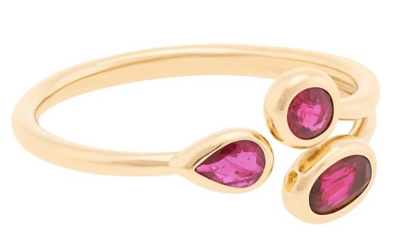 Las piezas son de oro, y cuentan con gemas como rubies y esmeraldas.
