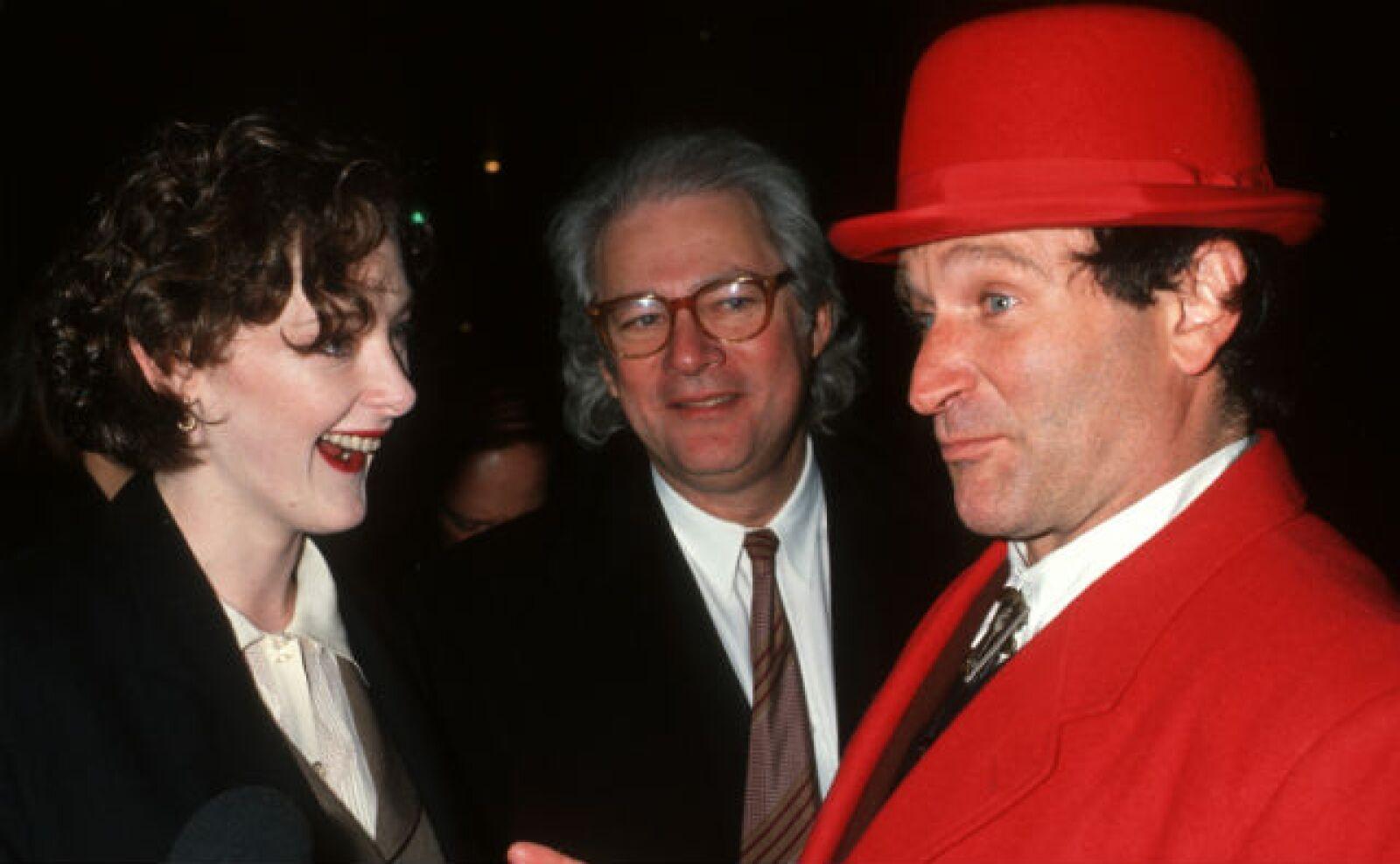 Joan Cusack y Robin durante sus momentos entrañables previo a la premiere d ela cinta Toys en 1992.