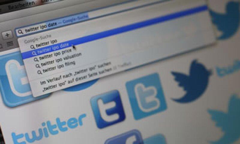 Twitter genera poco más de 0.65 dólares por usuario, en comparación a los 1.72 dólares de Facebook.  (Foto: Reuters)