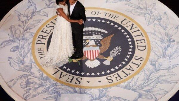 Para celebrar su llegada a la presidencia, le fueron ofrecidos diferentes bailes a Barack Obama, a los cuales fue acompañado por la nueva primera dama, Michelle Obama.