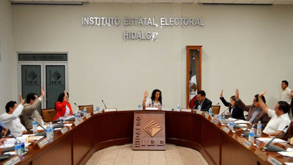 Tres trabajadores y una secretaria perdieron su trabajo luego de una evaluación hecha por el INE para renovar el consejo estatal.