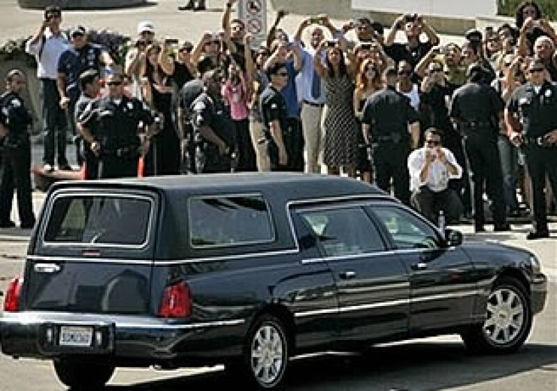 El Gobierno de California busca financiar los salarios de quienes trabajen durante el funeral de Michael Jackson debido al déficit presupuestario que enfrenta el Estado. (Foto: AP)