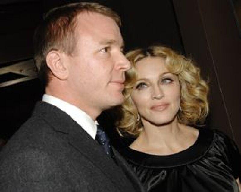 Parece que el divorcio entre el cineasta y la Reina del Pop llevará más tiempo en concretarse pues el aún esposo de la cantante no aceptó la primera oferta.