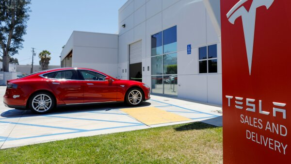 FILE PHOTO: FILE PHOTO: A Tesla sales and service center is shown in Costa Mesa, California