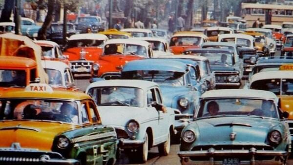 Canarios, cocodrilos y cotorras, transitan por las calles de la Ciudad de M�xico en la d�cada de los 70