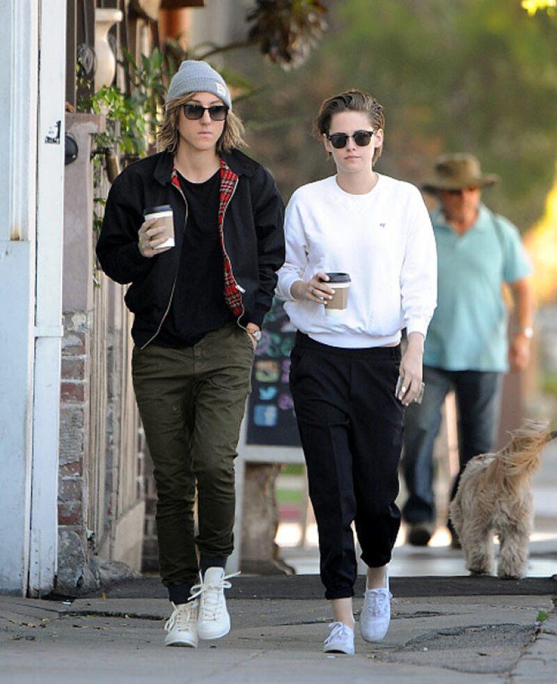 Después de despertar varios rumores de que dejó a la cantante francesa Soko por Stella Maxwell, tal parece que la actriz también volvió a ser amiga de su ex.