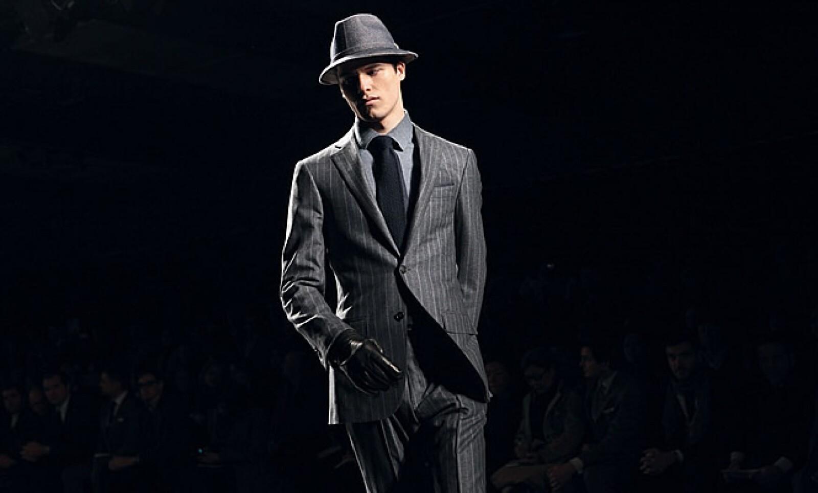 Para el centenario de Zegna, la firma italiana tiene una tendencia monocromática con relevancia en tonos azules, verdes oscuros y grises.