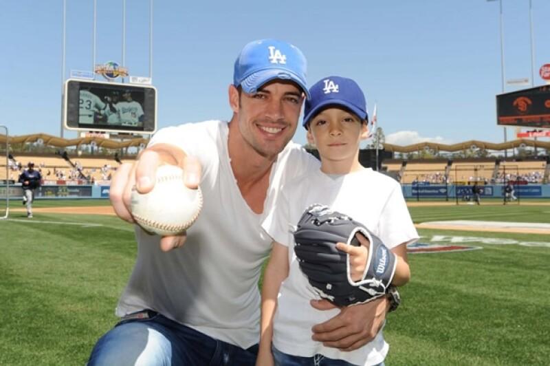 William con su hijo en el estadio de los Dodgers el año pasado.