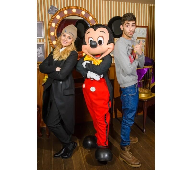 """Perrie Edwards, futura esposa del cantante de """"One Direction"""" tuvo la idea de regalar a su novio un mágico viaje a la versión europea del parque de diversiones en París, por su cumpleaños número 21."""