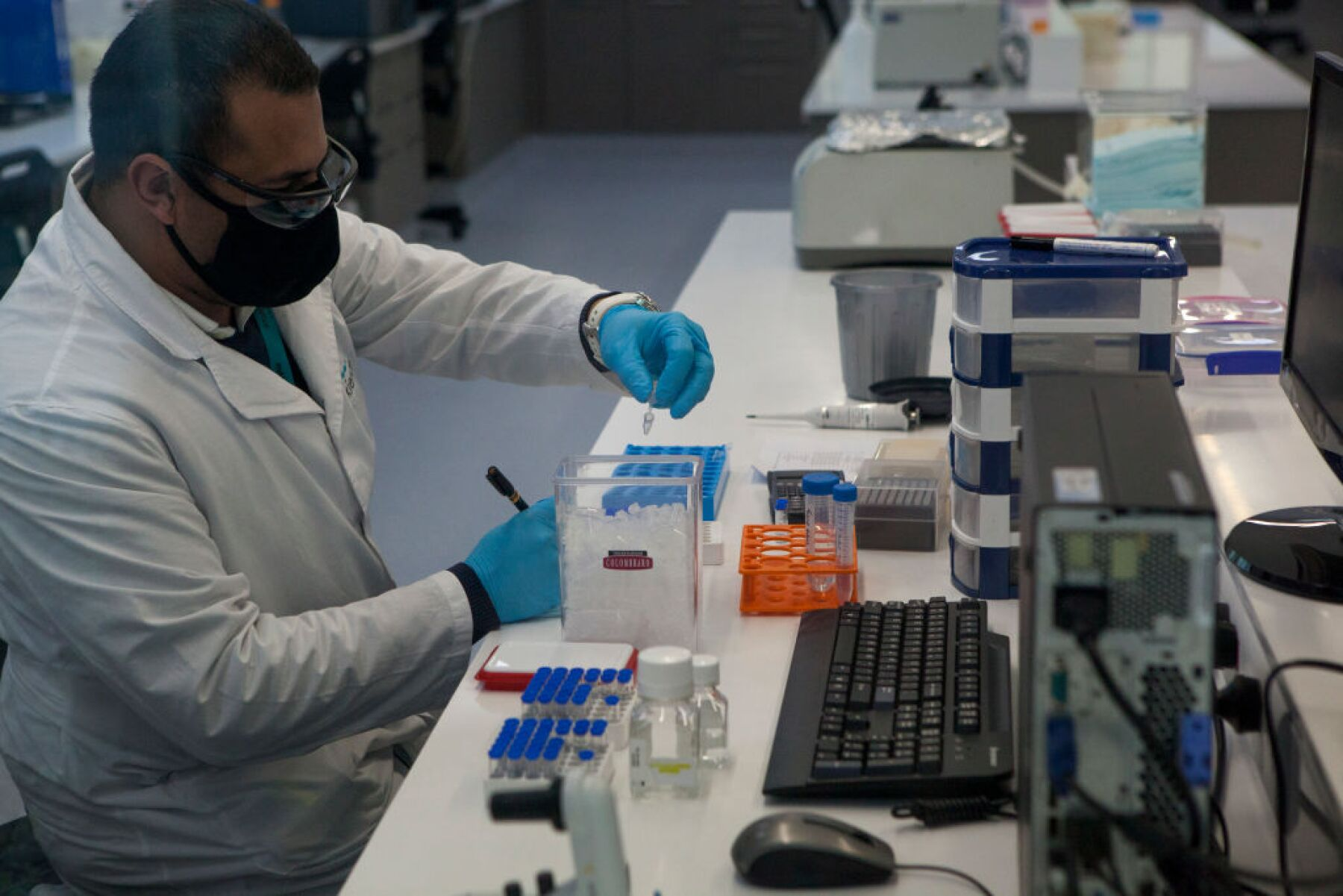 Argentine Laboratory To Co-Produce Oxford Coronavirus Vaccine