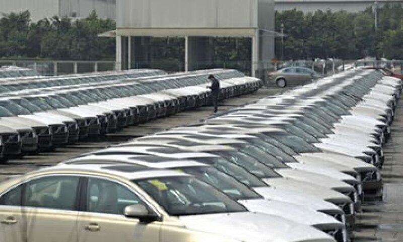 Las débiles ventas de autos son una mala señal cuando se les combina con el anémico reporte de empleo de EU. (Foto: Reuters)