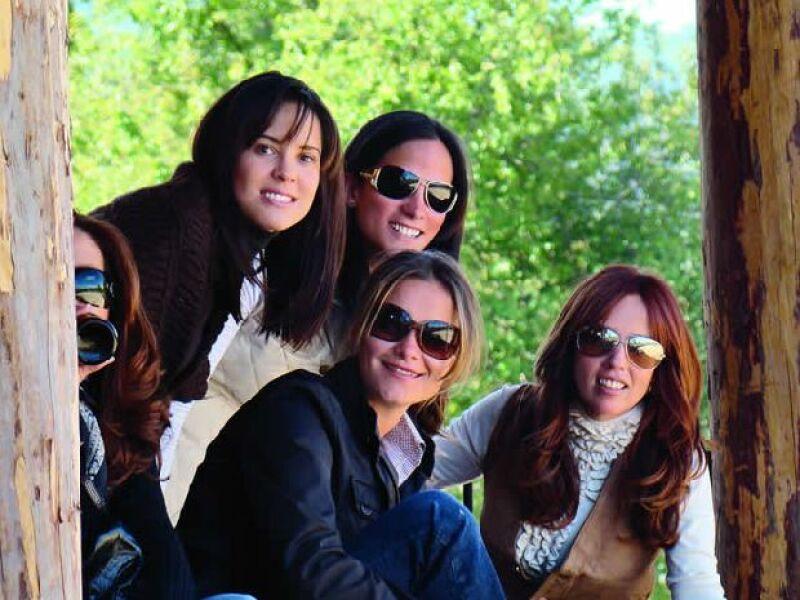 Las caras más conocidas de Jalisco se dieron cita en Rancho Pinto, en Tapalpa, para festejar a Lorenza Silva con una rica comida, novillada y peleas de gallos.