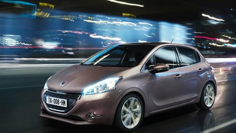 La firma francesa presentó la nueva generación de su exitoso subcompacto, que ahora se denomina 208.