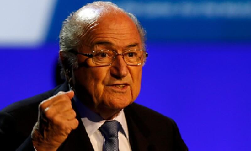 Previamente, Blatter había descartado extender su mandato de 16 años. (Foto: Reuters)