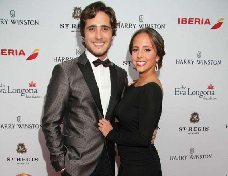 Diego posa con su hermana Natalia durante su reciente visita a México.