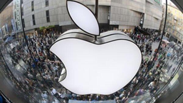 Algunos analistas estiman que Facebook está sobrevalorada, pero no es el mismo caso para Apple. (Foto: AP)