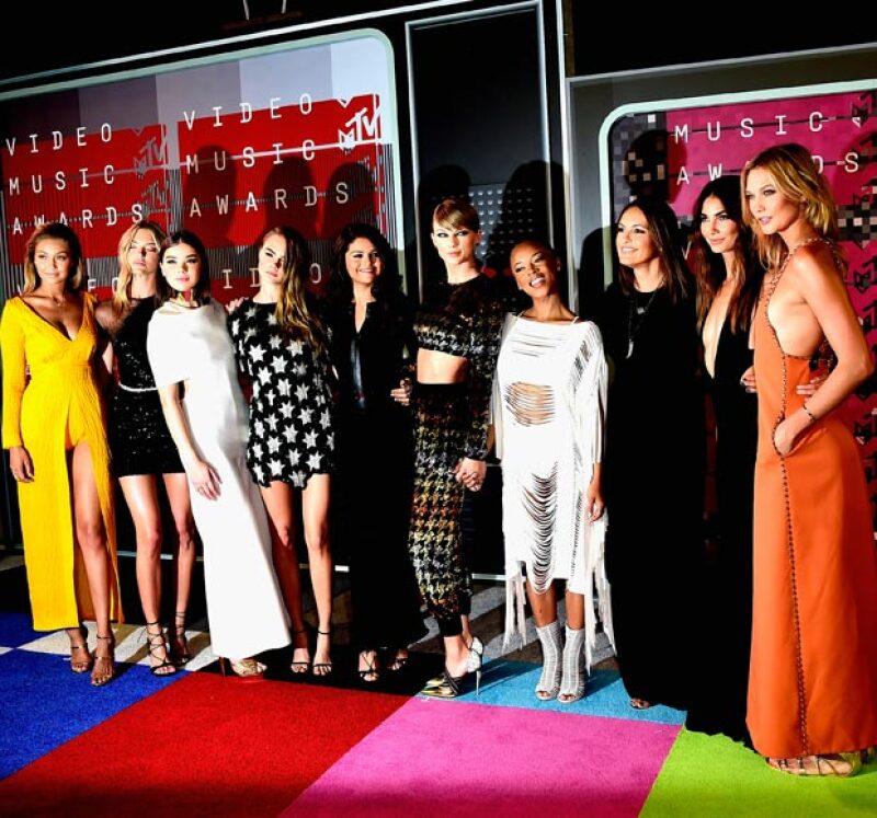 La cantante y su girl squad en los pasados VMAs.