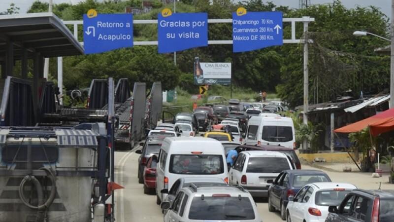 vehiculos en la autopista del sol