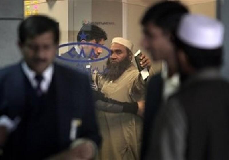 Los pasajeros en 14 países son sometidos a revisión de cuerpo completo. (Foto: AP)