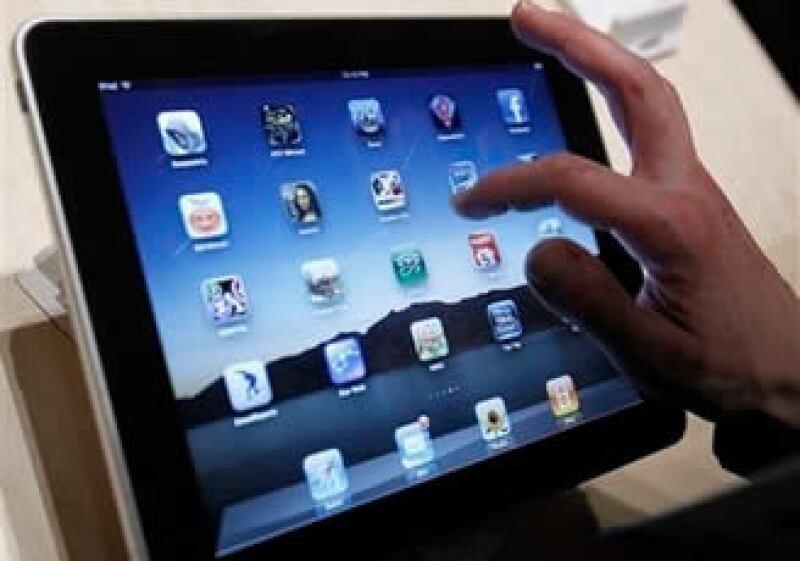 El iPad de Apple conquistará a los usuarios interesados en navegar por Internet y jugar, según expertos. (Foto: AP)