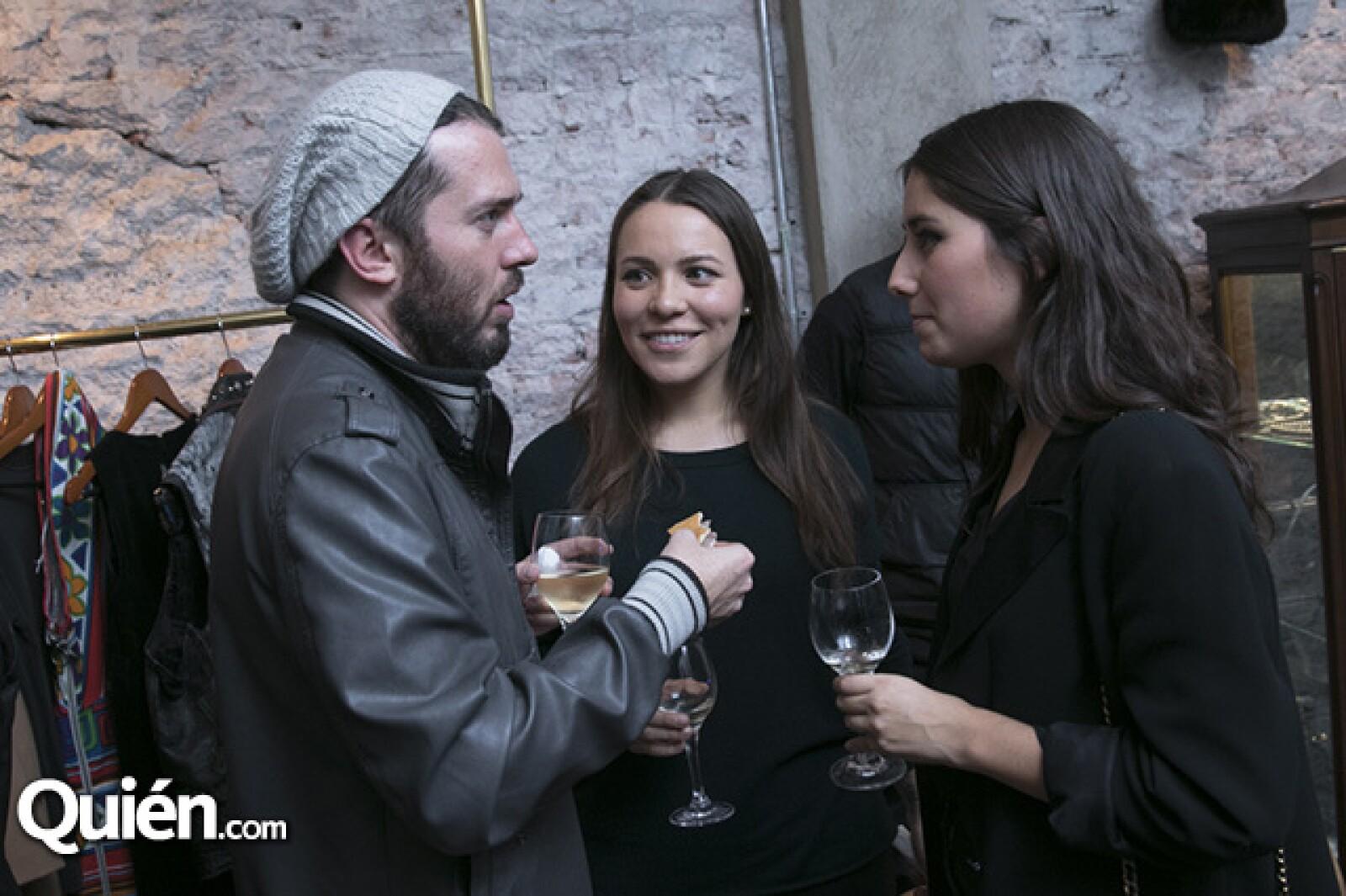 Christopher Dumesnil, Ana Jaramillo y Pilar Tamez