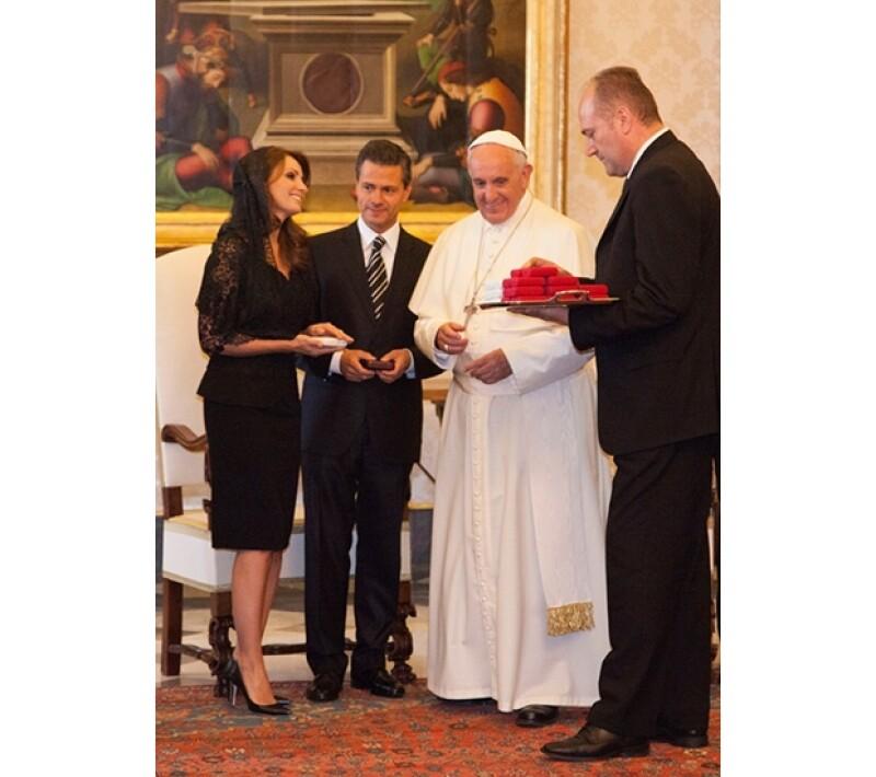 Angélica Rivera acertó una vez más con su vestimenta para un acto oficial.