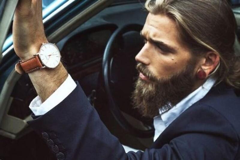 Esta imagen es la foto principal de la página oficial de la marca de relojes para la cual trabaja Ben.