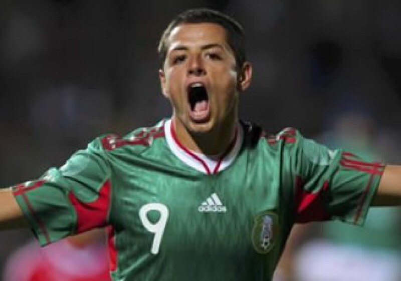 Javier Hernández jugará en el futbol inglés. (Reuters)