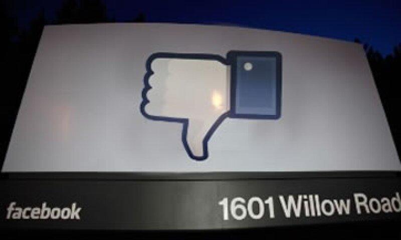 Tras su salida a Bolsa, Facebook comenzó a perder simpatía y aceptación en el mercado.  (Foto: Cortesía CNNMoney.com)