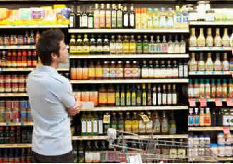 Los analistas esperaban que la confianza de los consumidores bajara a 74.0 en el mes. (Foto: Jupiter Images)