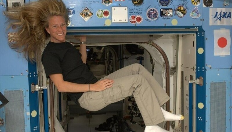 Karen Nyberg (@AstroKarenN) es una ávida usuaria de Twitter que comparte fotos de su vida en la Estación Espacial Internacional