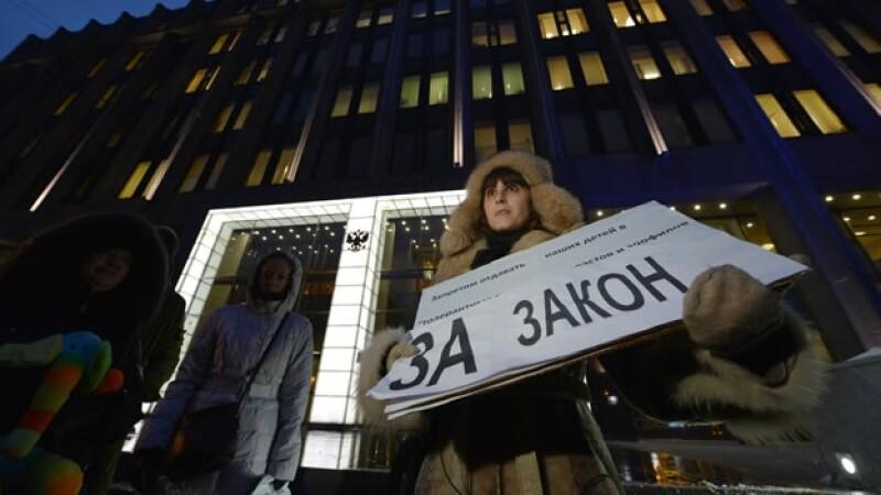 manifestantes rusos contra adopciones