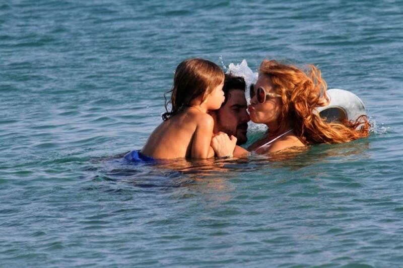 Gerado Bazúa, Paulina y su hijo Nico durante unas vacaciones en Grecia en 2013.