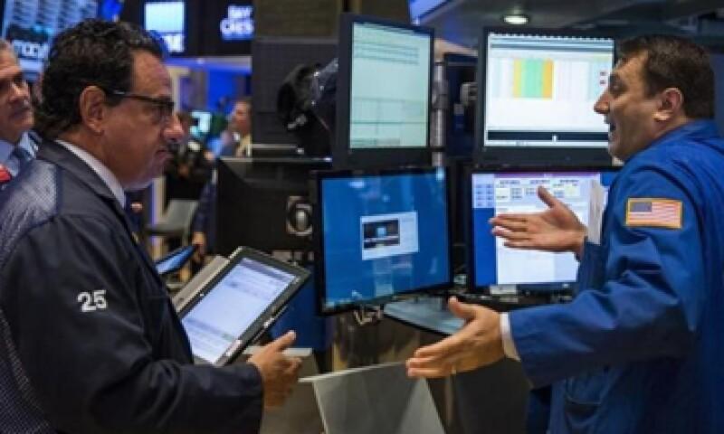 El S&P 500 cayó 0.98% a 2,078 unidades.(Foto: Reuters )