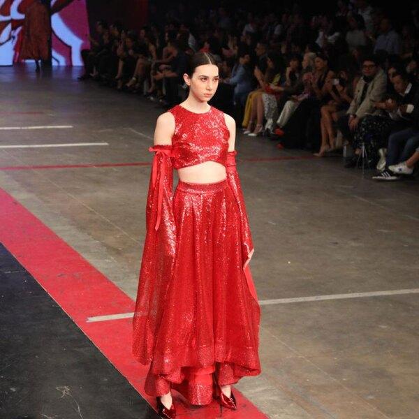 Desfile-Alexia-Ulibarri-MBFWM-Runway-complete-red-look