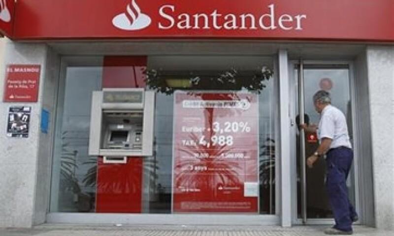 Banco Santander ajustará los salarios de sus consejeros y directivos de acuerdo con la situación económica en España. (Foto: Reuters)
