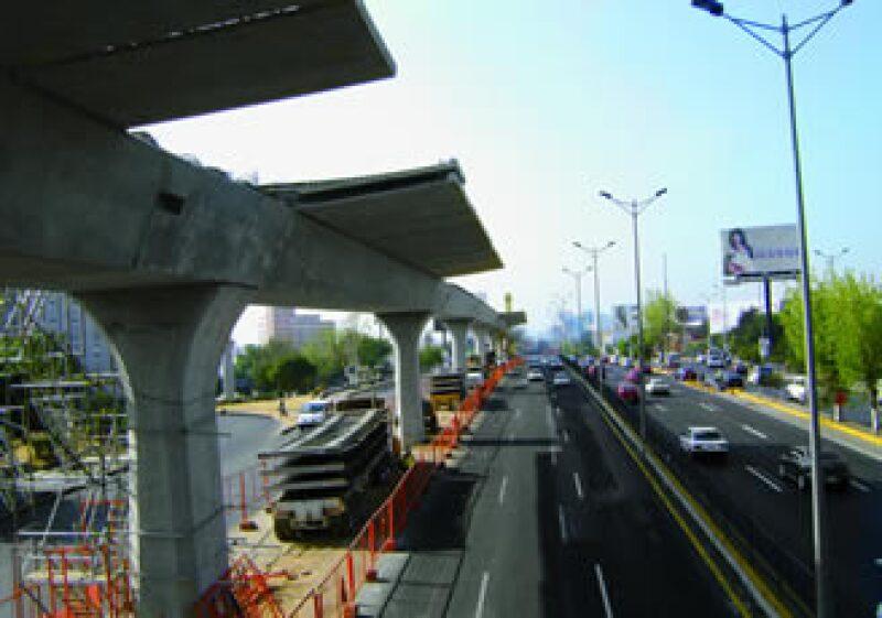 El viaducto elevado ha tenido que librar obstáculos técnicos y sociales. (Foto: Cortesía Guerra Castellanos y Asociados)