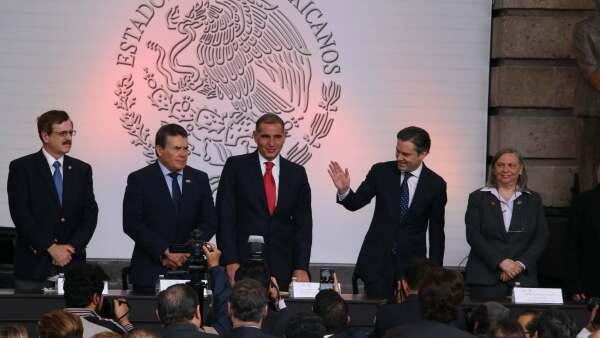 SEP, SNTE y gobierno de Oaxaca presencian el surgimiento del nuevo modelo