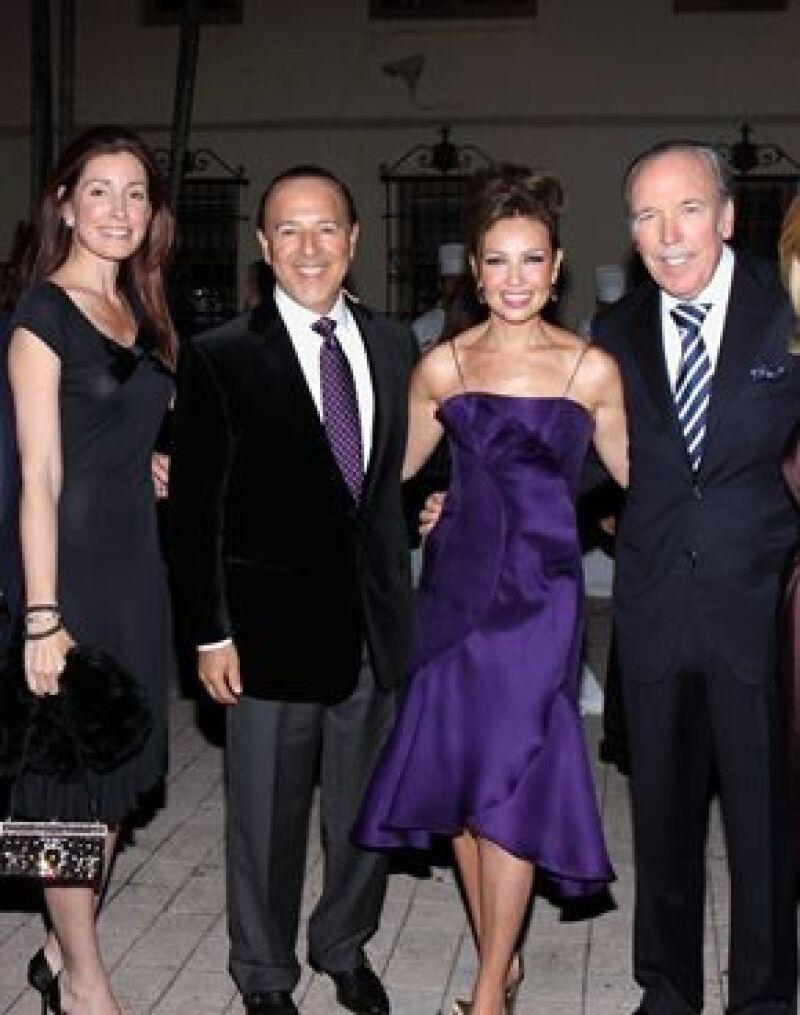 La cantante convivió este jueves con Juan Carlos y Sofía en la gala Viva España, donde les compartió anécdotas de sus viajes a España.