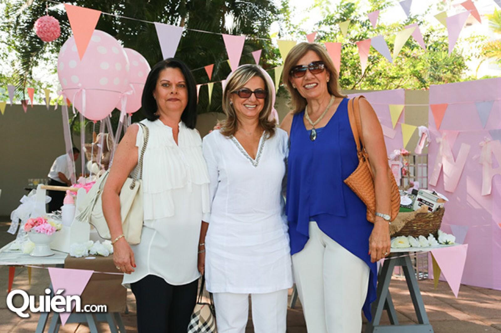 Claudia Rojas, Martha González y Cristina Camou de Villaseñor